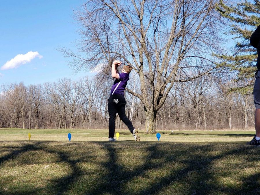 Shane++Esser+teeing+off+at+their+first+meet+against+Waseca.