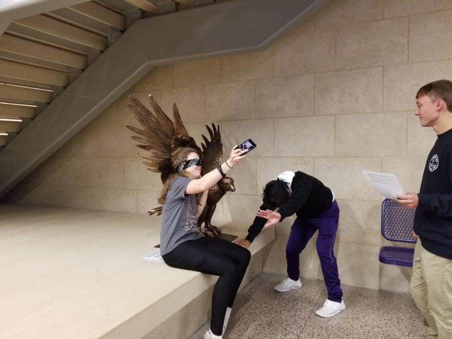 Blindfolded+psych+students+attempt+to+take+a+selfie+with+the+eagle+statue.