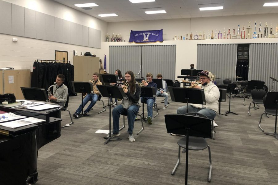 NUHS band plays Christmas music in November