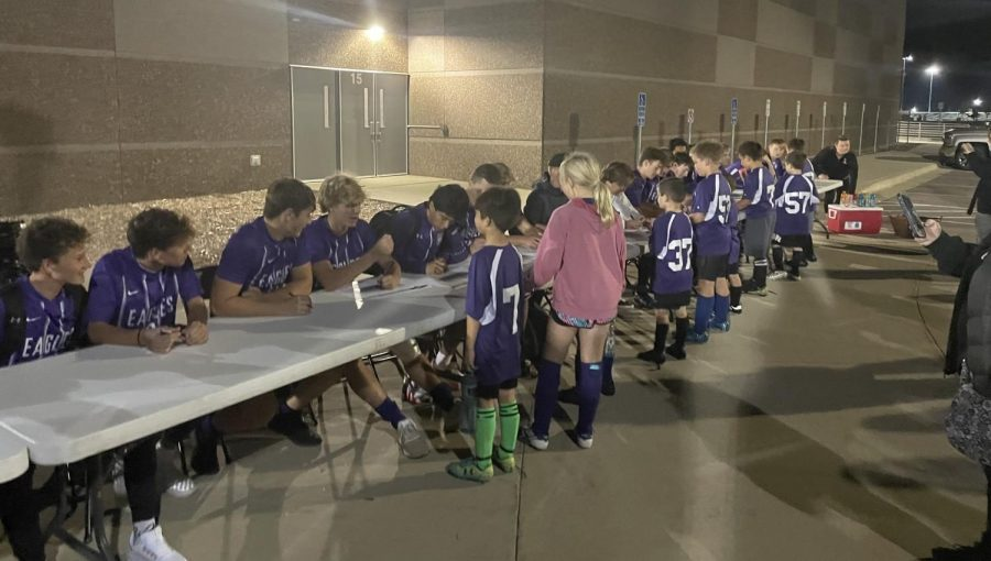 New Ulm United u10 soccer team gets autographs from the boys varsity team