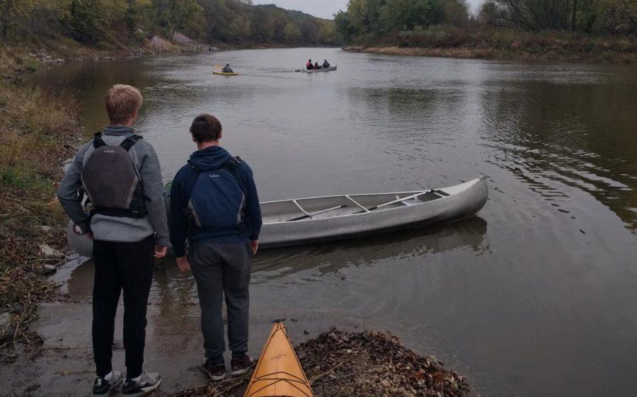 NUHS students start canoeing on the Minnesota River.